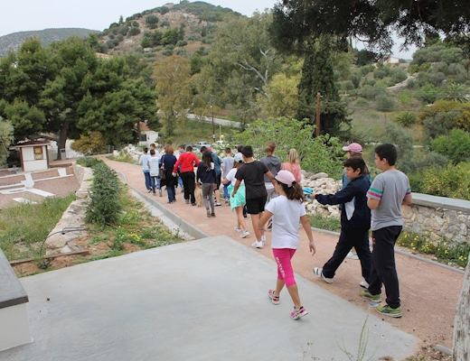 Educational tour at the archaeological site of Asini